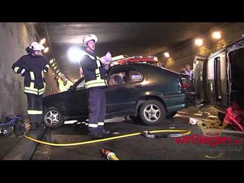 Großübung im Wellersbergtunnel Siegen - Feuerwehr, Polizei und Rettungsdienste