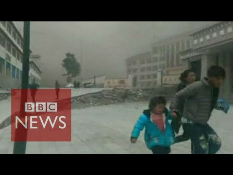 NEW: Video shows moment earthquake hit Tibet - BBC News