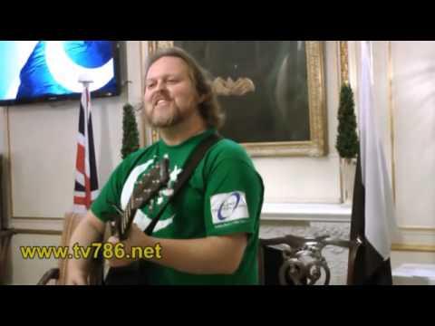 An American Sings Dil Dil Pakistan