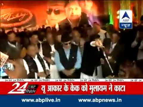 Azamgarh: SP chief Mulayam Singh Yadav cuts 75-ft cake at royal birthday bash