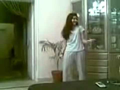 Lahore School Girl Mujra at Home - Lahore Pakistan - Zimbio.FLV