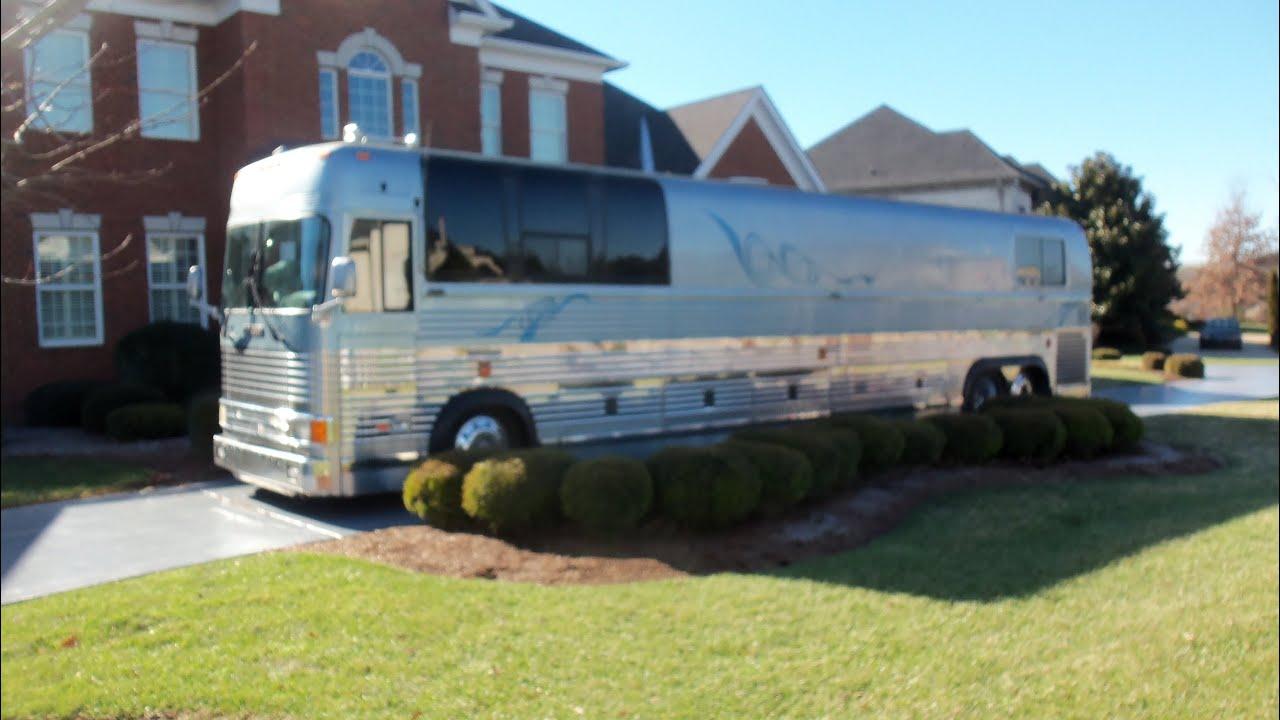 Garth Brook S Tour Bus Youtube