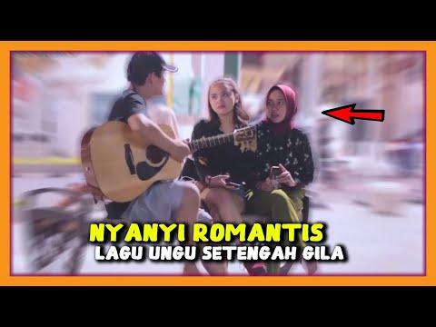 Download Nyanyiin Lagu Sedih & Galau UNGU - SETENGAH GILA Wanita Cantik Sampai Baper - Gitar Prank #PART2 Mp4 baru