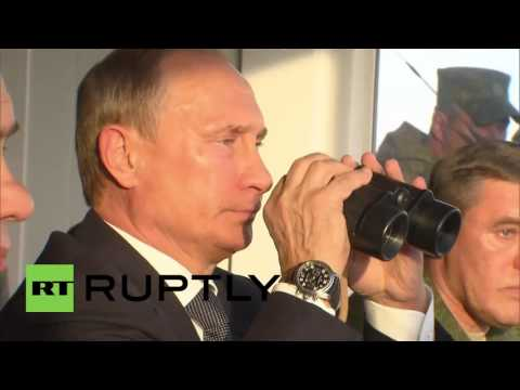 Russia: Putin and Shoigu inspect 'Centre 2015' drills in Orenburg