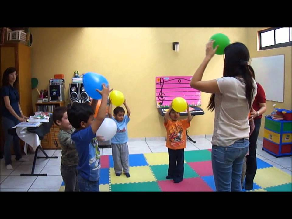 Jugando con globos youtube for Canciones para jardin de infantes