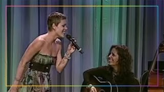 "Pink Video - Pink and Linda Perry's impromptu acoustic performance of ""What's Up?"""