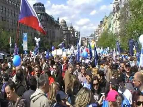 Demonstration against corrupted president and government in Czech Republic.mpg