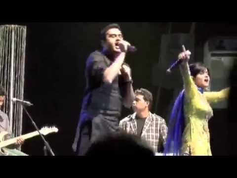 Miss Pooja Fight With Roshan Prince Full Video Hq 2011 Live Show video