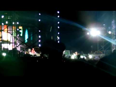 Red Hot Chili Peppers Live In Israel 10.9.12 - Look Around