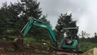 xe múc xới đất vườn sầu riêng