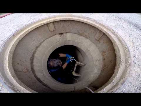 地下下水管に閉じ込められた子猫を消防隊員がレスキュー!