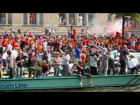 Huldiging Oranje op de Herengracht in Amsterdam