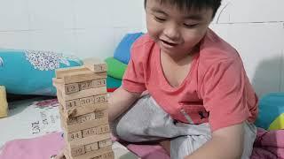Bé Chương chơi rút gỗ 54 thanh