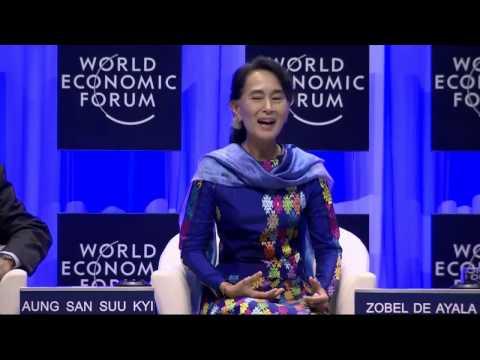 David Hertz faz pergunta para Aung San Suu Kyi