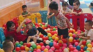 Theo 20 Em Bé Đáng Yêu Chơi: Cầu Trượt, Cưỡi Ngựa & Chơi Bóng ❤ Trò Chơi Trẻ Em ❤ Playground for Kid