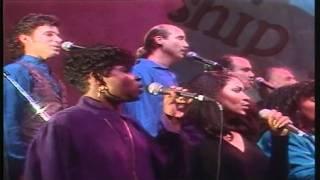 Watch Ron Kenoly Resound In Praise video