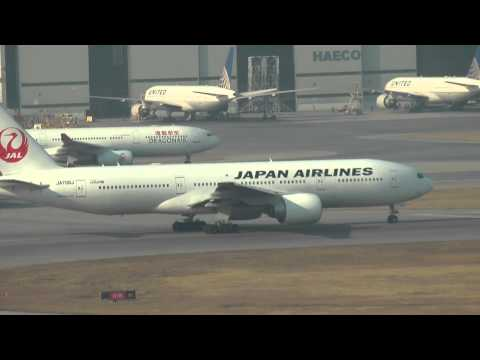 Hong Kong Airport  Full ATC Air Traffic Control Radio cathay pacific 777 thai take off