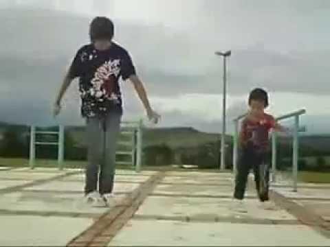 طفل بيرقص رقص جامد اوي _ child dancing very well thumbnail