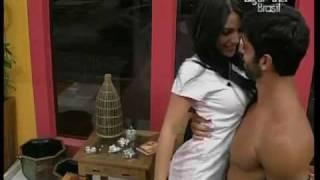 Video clip BBB 10   Cadu faz strip tease para mulheres e    para Serginho também