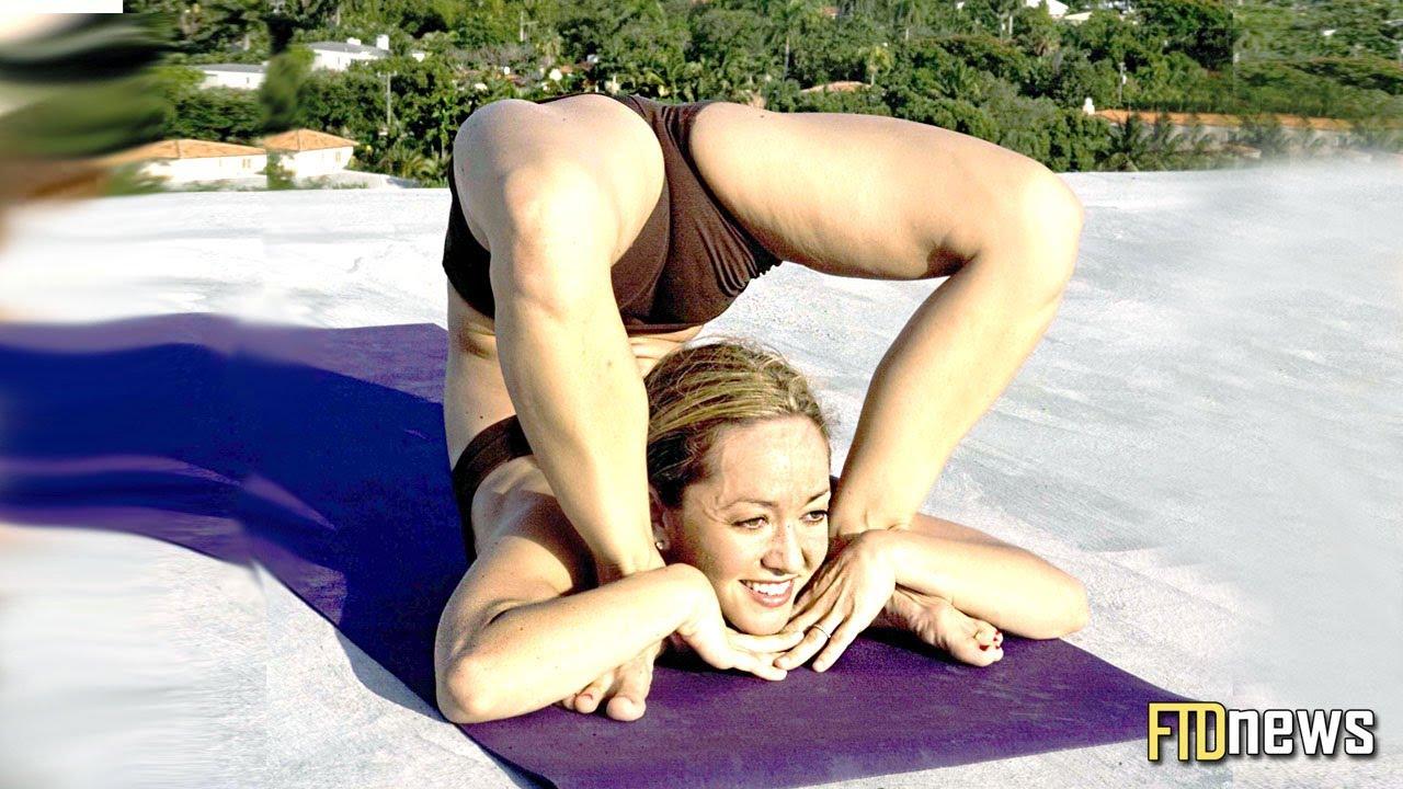 Flexible yoga student facizlized by her guru 9