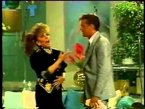 Luis Miguel abraza Veronica Castro (HD)
