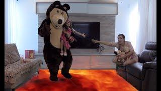 Chão é lava em o Urso salva a Masha - THE FLOOR IS LAVA