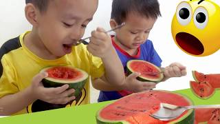 ĂN DƯA HẤU BẰNG MUỖNG ♥ Kids eating watermelon