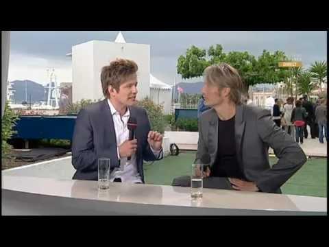 Mads Mikkelsen- Jagten/The Hunt Cannes Interview - YouTube