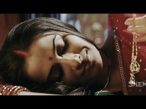 Vidya Balan Ask Her Lover To Surrender - Ishqiya - Hindi Romantic Scene video