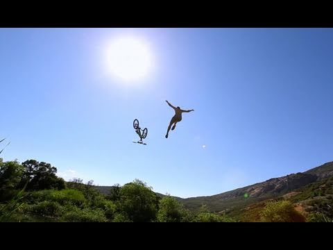 Flying in Slow Motion - Canon T2i 1000 fps