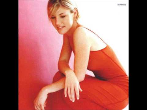 Jennifer Paige - Feel The Love