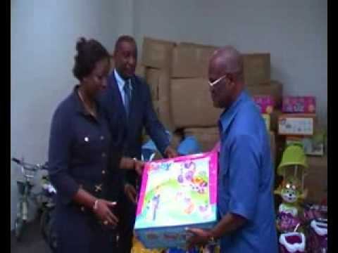 Don du maire jacques dogo à la fondation children Africa.flv