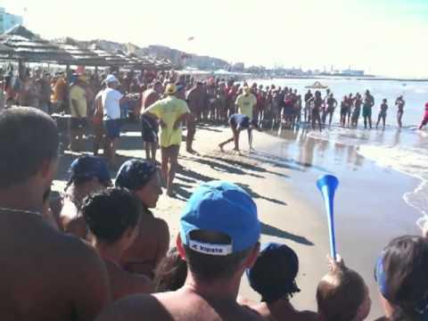 Gioco in spiaggia da morire dal ridere… tocca alle donne
