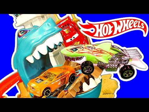 Hot Wheels Sharkport Showdown Color Shifters Shark & Dinosaur Attack