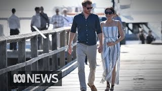 Prince Harry and Meghan Markle delight crowds on Fraser Island | ABC News