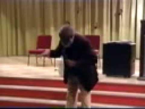 Dick Gregory Diss Cedric The Entertainer - The OLD man make a good point.