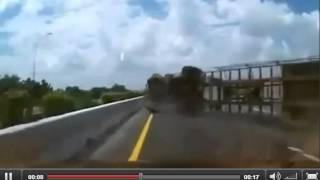 Scary accident on taiwan highway