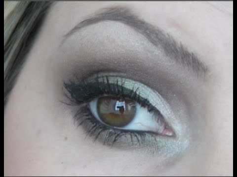 Makeup to bring out blue eyes