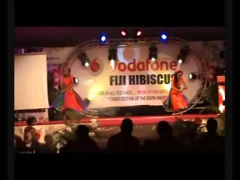 Sonam & Natasha dancing Mera Piya Ghar Aaya better than Madhuri...