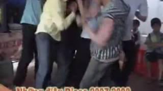 Cười Ngất với nhảy xếch đám cưới xưa