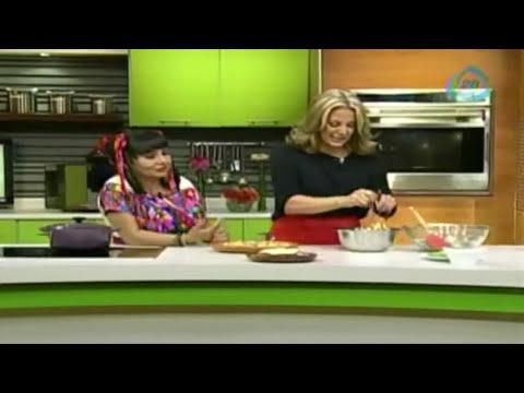 ¿Cómo preparar tostadas de pollo con ensalada de rábanos?