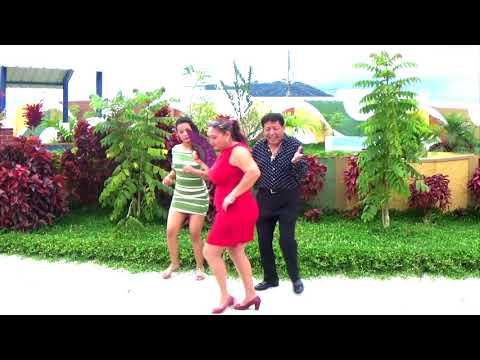 La del vestido rojo - Victor Ortiz