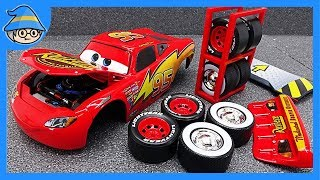 Change the wheel of Disney Lightning McQueen. Car Repair Tool Toy Set