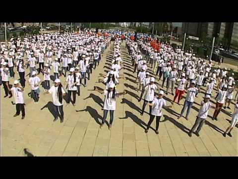 Флешмоб в Астане  Лучший в Казахстане! Массовое жестовое исполнение песни