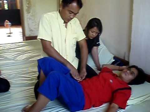 Wat Po traditional Thai massage school (Bangkok) – demonstration by Ajaan Samart – 7 Feb 2010.avi