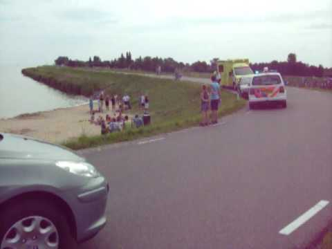 Jongen gewond aan de Zuiderdijk in Venhuizen na val op kei
