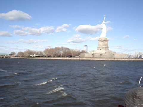 фото статуи свободы с подводной лодки