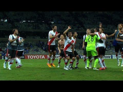 Sold out Mineirão watches River Plate 3-0 win over Cruzeiro as Argentinian fans and players celebrates. ---- Copa Libertadores 2015 - Quarterfinal - 2nd Leg Cruzeiro (BRA) 0x3 River Plate...
