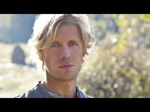 HATFIELDS & MCCOYS Star Matt Barr on Kevin Costner! - STUDIO SECRETS