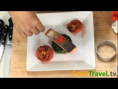 ปลาแซลมอนย่างกับผักโขม Grilled Salmon with Spinach